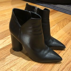 Sigerson Morrison point toe heeled bootie size 7